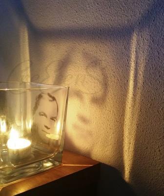 Het unieke aan een foto projectie wenslicht is dat je eigen aangeleverde foto door middel van kaarslicht op een witte muur projecteert. Dit geeft een prachtig effect